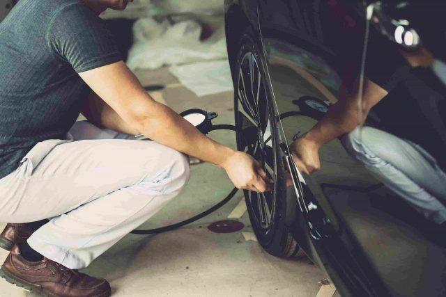 gonflage des pneus de voiture